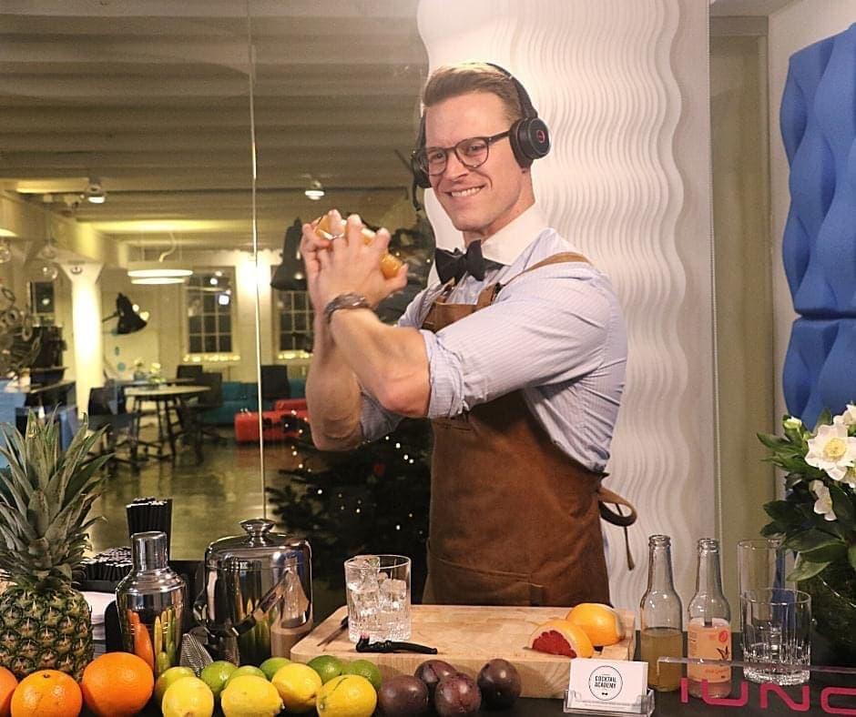 Bartender Jannick Gram udfører Virtuelt Cocktailkursus for Copenhagen Cocktail Academy