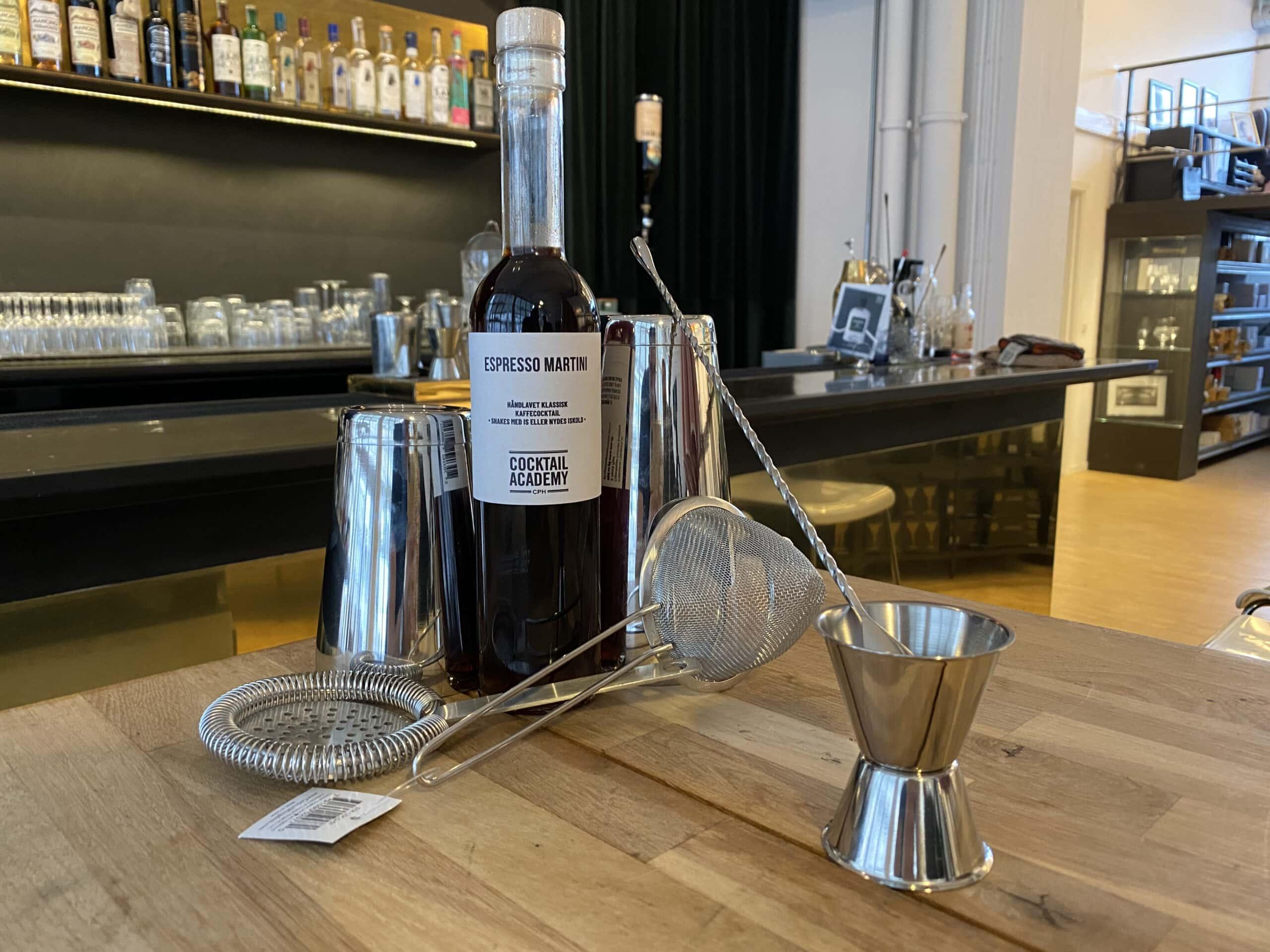 Professionelt cocktailsæt, som Copenhagen Cocktail Academy udlodder i sin cocktailkonkurrence